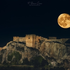 "Luna sobre el Castillo de Salobreña • <a style=""font-size:0.8em;"" href=""http://www.flickr.com/photos/45427242@N07/50316252162/"" target=""_blank"">View on Flickr</a>"